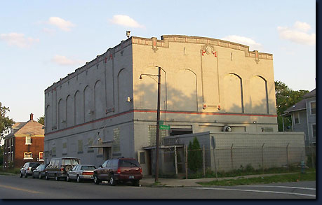 The schvitz bathhouse in detroit for decades a mobster for Bath house michigan